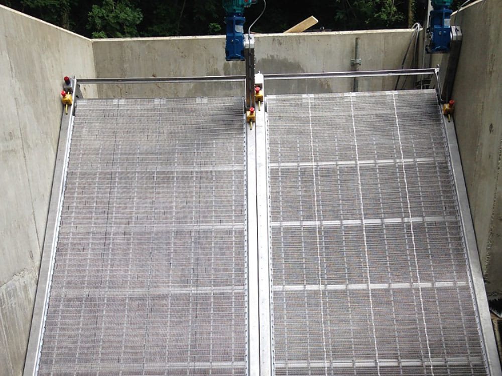 Cochwillan GoFlo self-cleaning screens during installation.